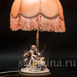 Лампа с фарфоровой статуэткой Пасторальная пара, Volkstedt, Германия, кон. 19 в.