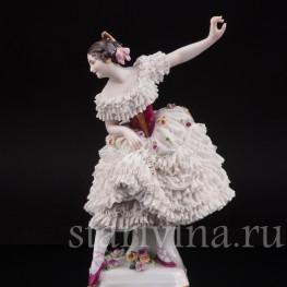 Фарфоровая статуэтка балерины Фанни Эльслер, кружевная с музыкальной шкатулкой Volkstedt, Германия, до 1936 года.